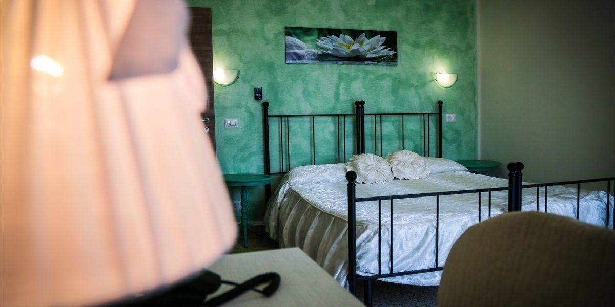 camera matrimoniale ausonia
